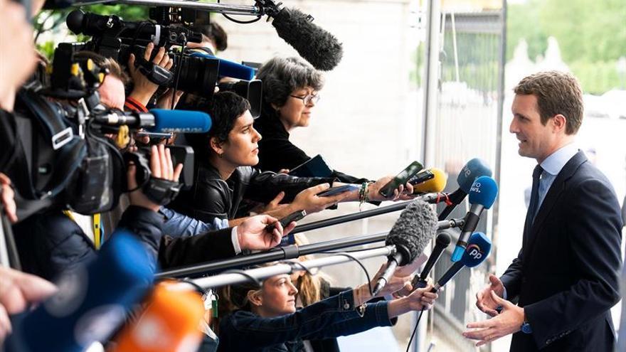 Casado avisa que el PSOE no puede pedirle la abstención y pactar con Bildu