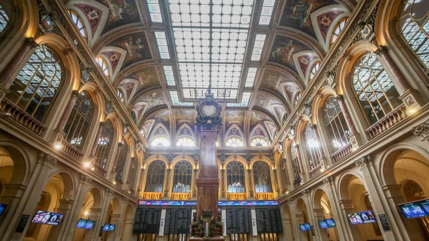 El interior de la Bolsa de Madrid (España)