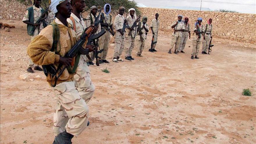 Kenia bombardea un campamento con 300 militantes de Al Shabab en Somalia
