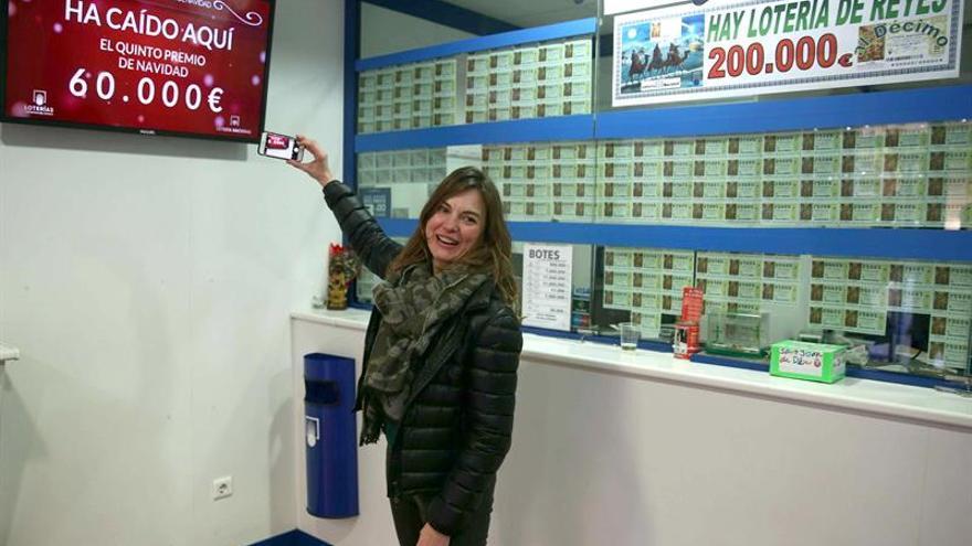 Los quintos premios adjudican millones por casi todos los rincones de España