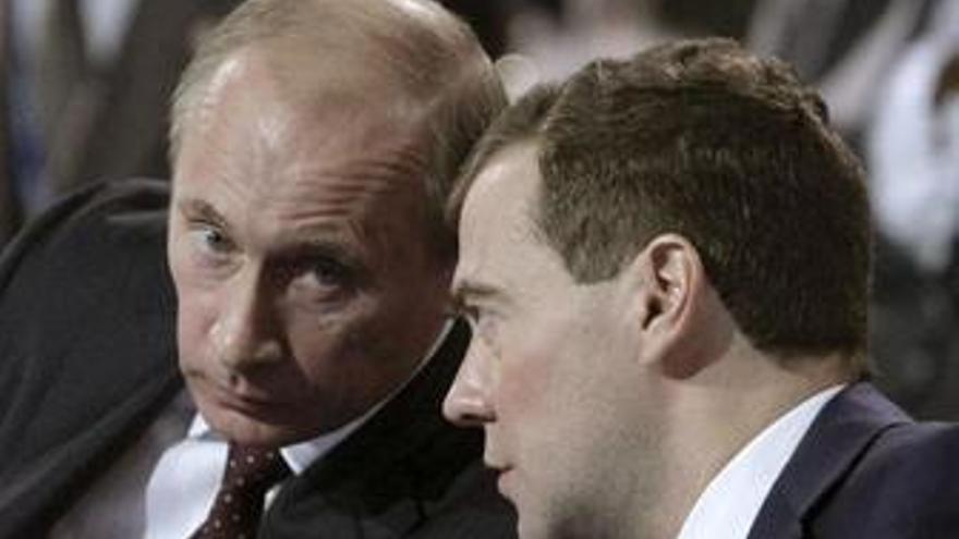Putin y Medvedev conspirando