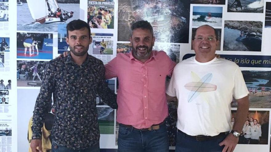 El director deportivo de la Escuela, Onán Barreiros, el presidente de la Federación Gran Canaria de Vela, Alejandro Barrera, y el gerente del Instituto Insular de Deportes de Gran Canaria, Alfredo Gonçalves