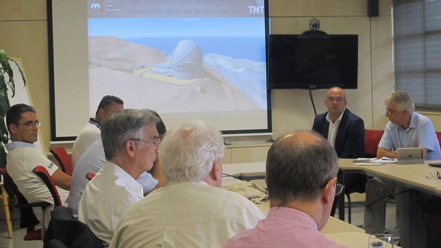 El presidente de La Palma, Anselmo Pestana, con la delegación científica y técnica en una visita al Centro de Astrofísica de Canarias (CALP).
