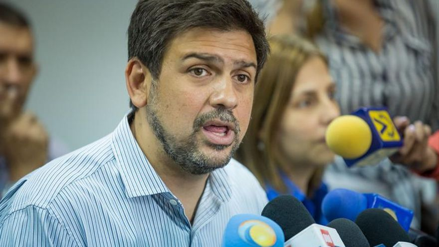 Liberan a tres opositores venezolanos un día después del inicio del diálogo