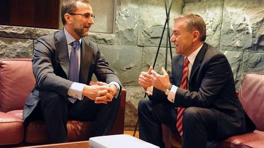 James Costos, embajador de Estados Unidos en España, en su reunión con Paulino Rivero. FOTO: Gobierno de Canarias.