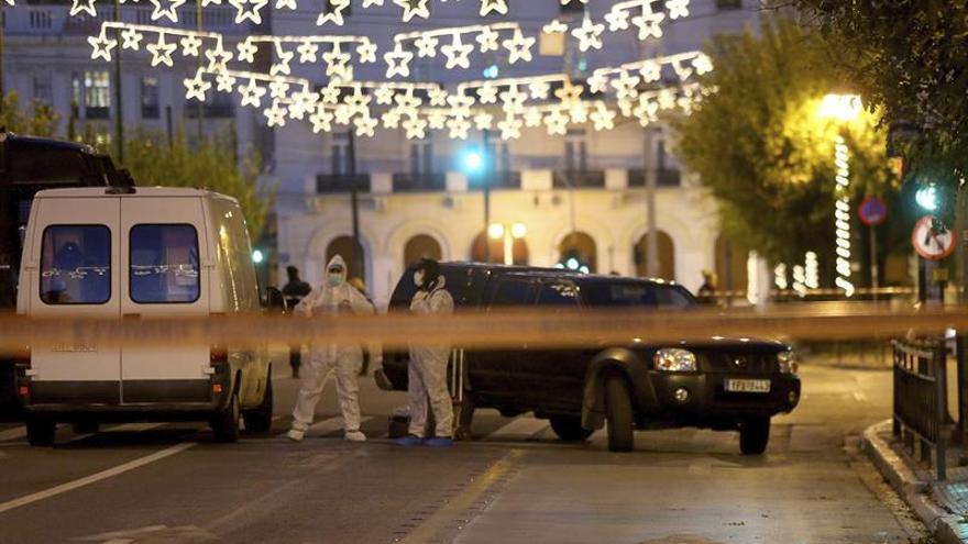 Un policía herido en un ataque con una granada a la embajada francesa en Atenas