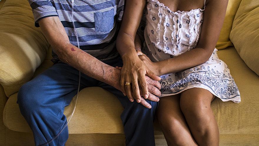 Annie y su padre, excluido del sistema de salud pública / Alejandro Navarro Bustamante