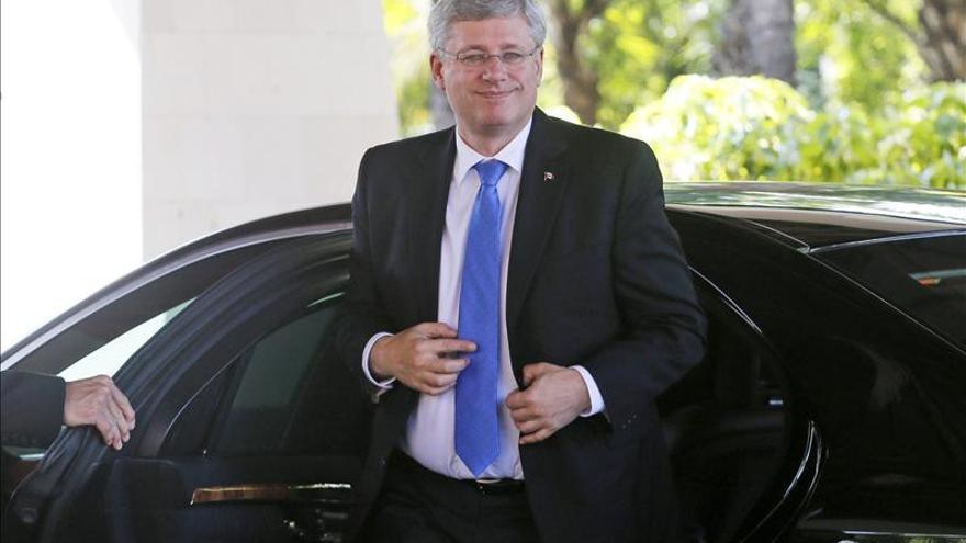 Activistas interrumpen un acto de Harper para protestar contra sus políticas