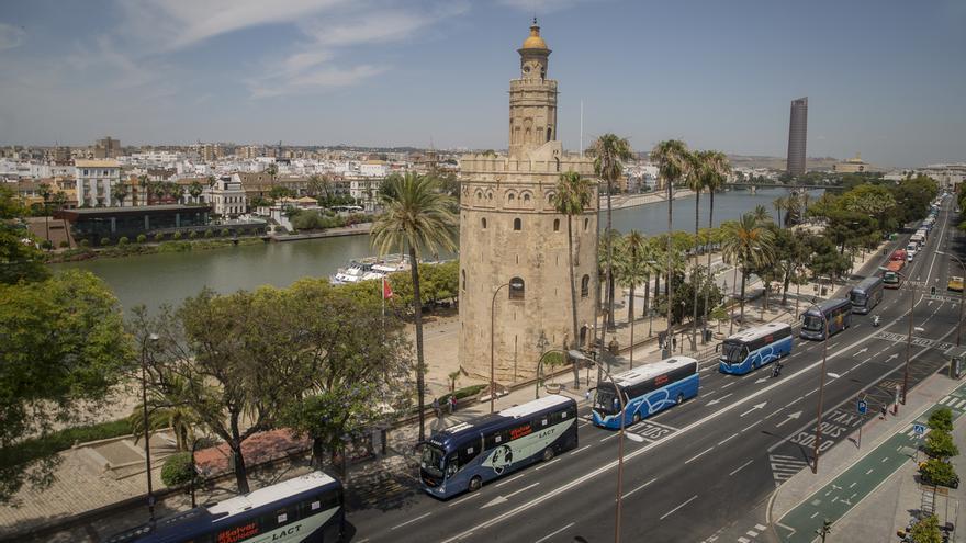 El transporte escolar se plantea no prestar servicio en septiembre tras movilizarse este viernes en Andalucía
