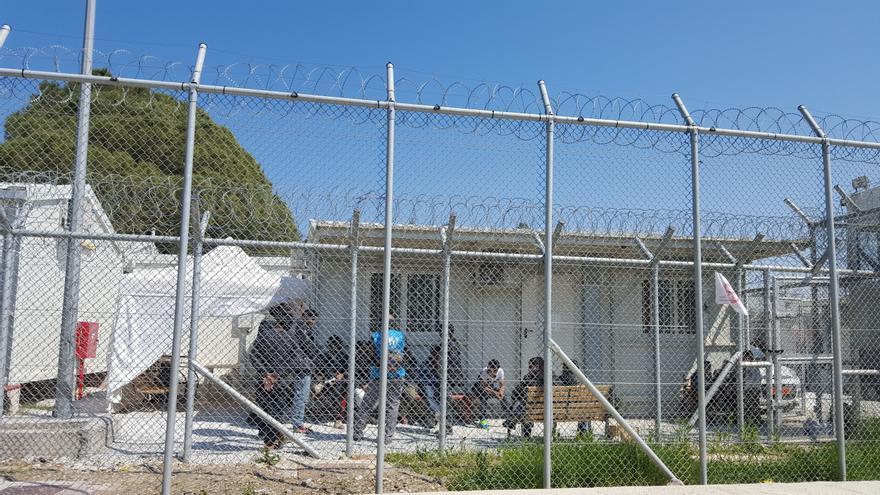 El campo de detención de Moria desde el exterior.   Lluís Miquel Hurtado