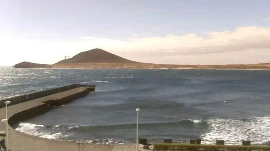 Granadilla autoriza el baño en El Médano tras desaparecer la contaminación por E.Coli