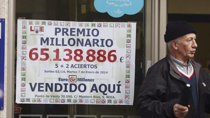 Los vecinos de Noia, intrigados por la identidad del nuevo millonario