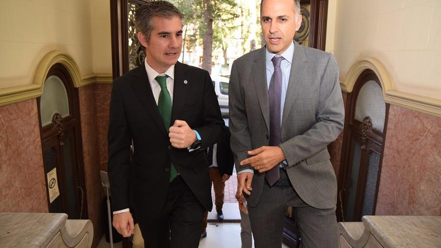 El consejero de Agricultura, Miguel Ángel del Amor, y el rector de la Universidad Politécnica de Cartagena (UPCT), Alejandro Díaz