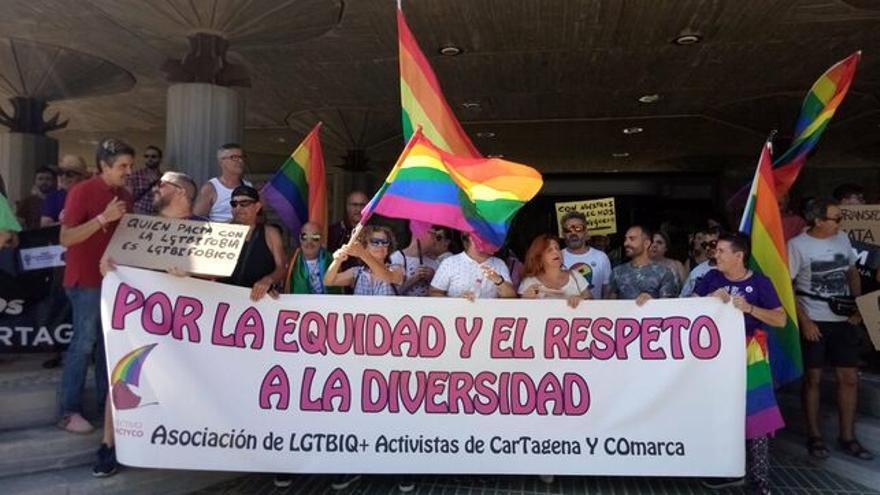 Concentración frente a la Asamblea Regional de Murcia contra Vox/  VIHVISBLES