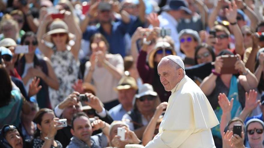 """Macri envía por carta un """"afectuoso saludo"""" al papa por el Día del Pontífice"""
