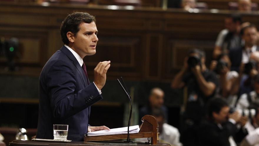 """Rivera alerta de que la paciencia de los españoles se acaba y pide a Sánchez no ser un """"tapón"""" y que se abstenga"""