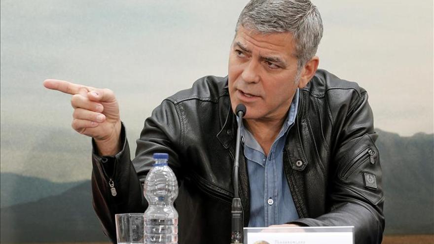 """Clooney dice que """"Antes ganaba las peleas y ahora me zurran hasta los robots"""""""
