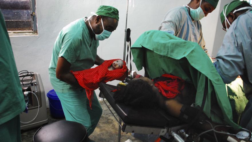 En medio de un conflicto o una situación de crisis, las mujeres embarazadas son aún más vulnerables. Hospital de MSF en el sur de Somalia, uno de los países con peores indicadores de salud del planeta y donde fallece una de cada 100 mujeres en el parto. Fotografía: Otavio Omati
