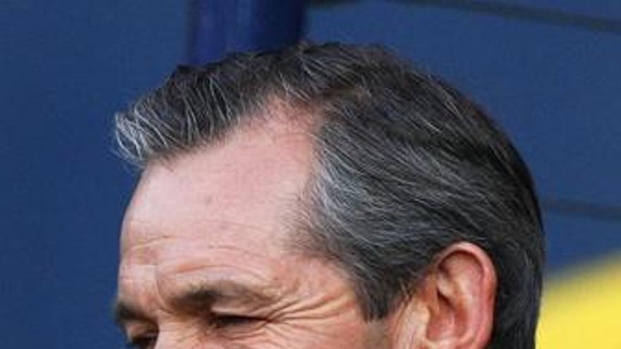 Escocia despide a su seleccionador George Burley