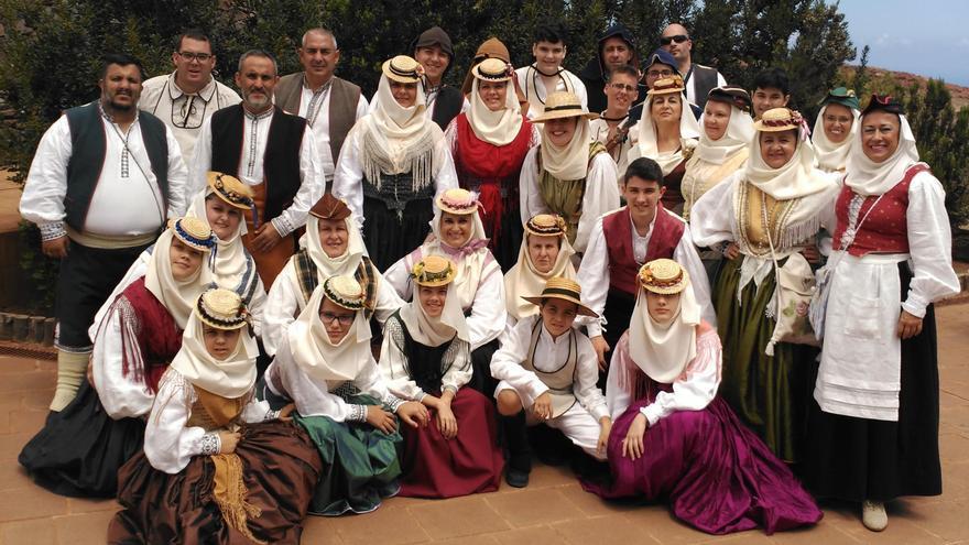 Grupo de la Escuela Municipal de Folclore de Santa Cruz de La Palma.