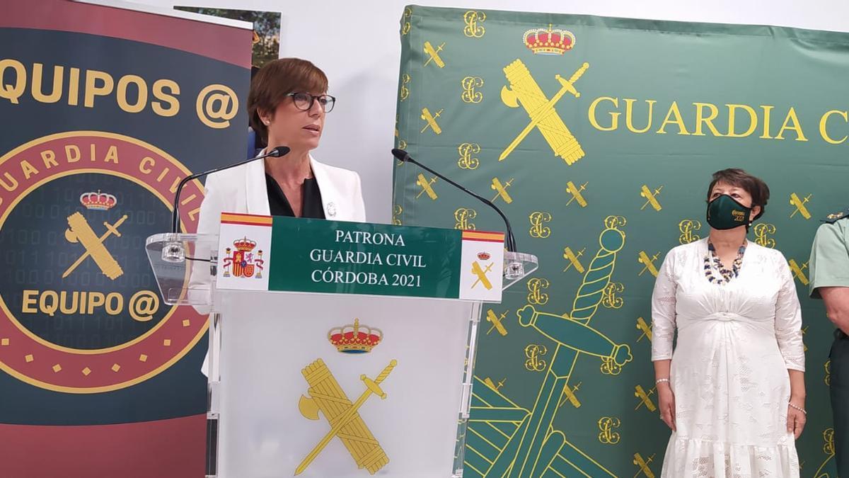 La directora de la Guardia Civil, durante la presentación de los equipos @