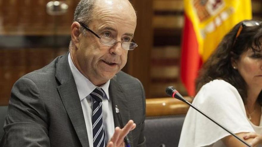 Pedro Ortega en el Parlamento.