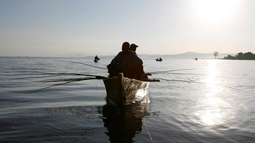 Nueve muertos al hundirse un barco en el lago Victoria en Kenia