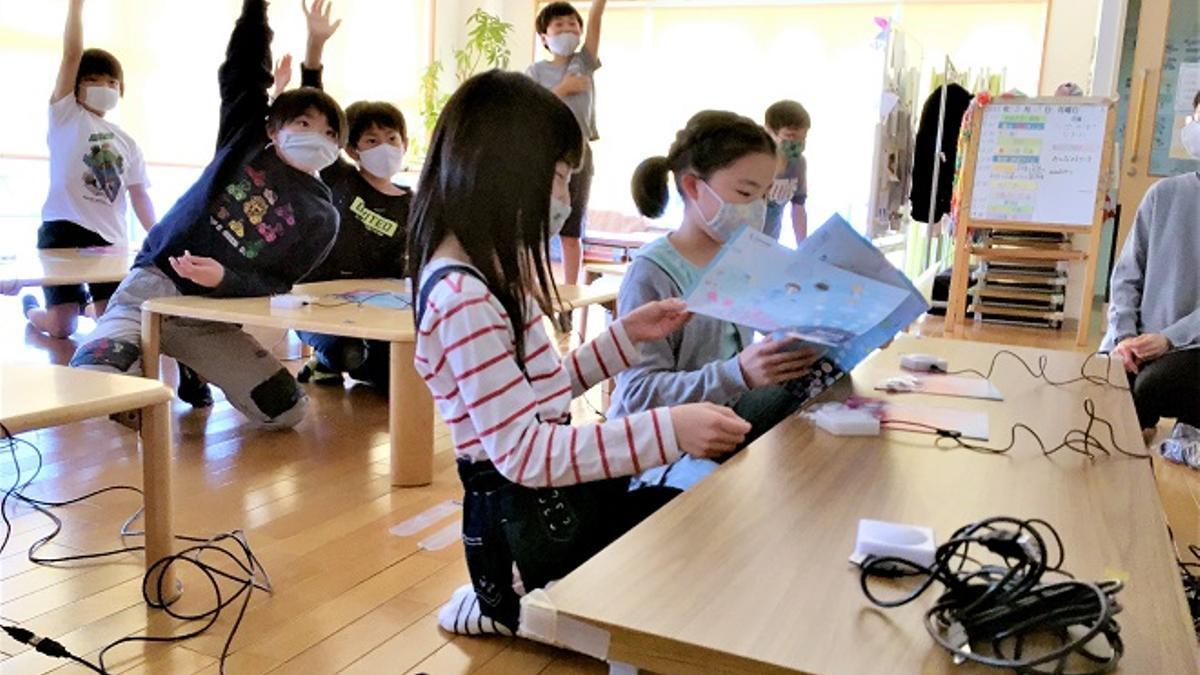 Alumnos en el centro extraescolar Poppins de la Universidad de Nagoya.