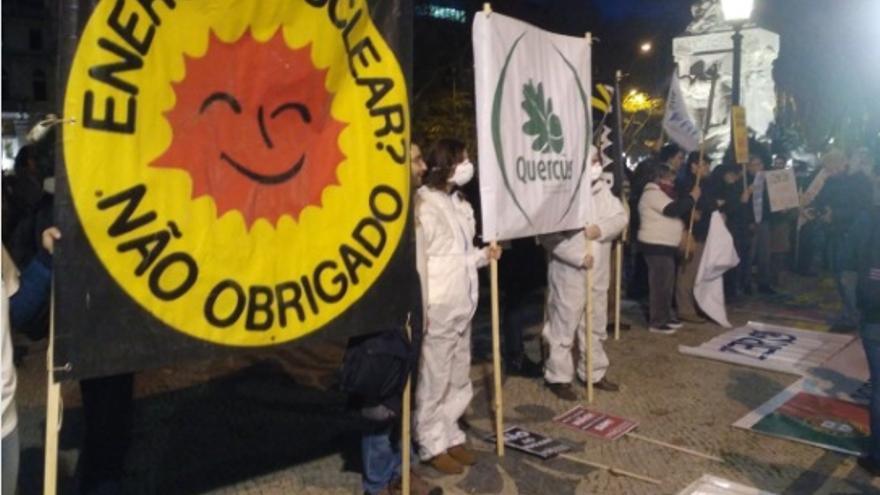 Protesta antinuclear en Lisboa / @JavierAcedo_