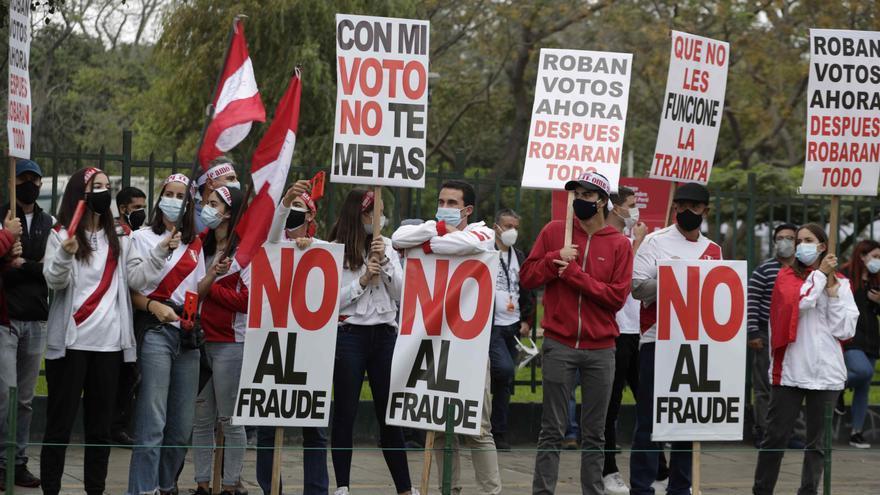 """Fujimori lidera un mitin de protesta por """"fraude"""" con miles de seguidores"""