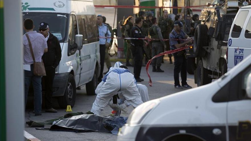 Un palestino muerto tras intentar apuñalar a policías israelíes en Cisjordania