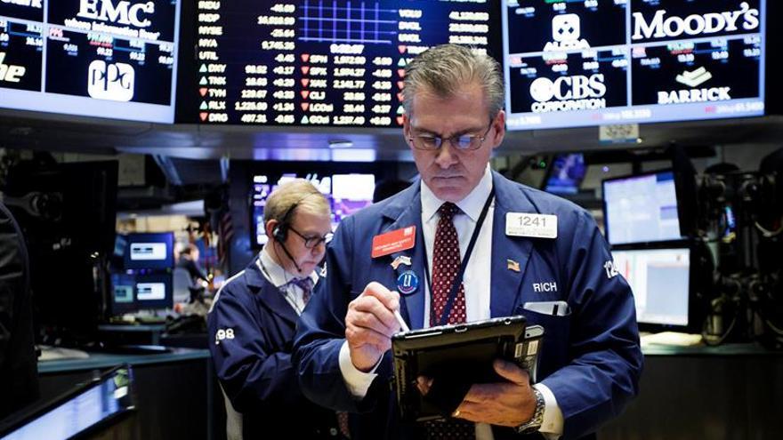 Bolsas de América Latina se oponen a las alzas en Wall Street y cierran en rojo
