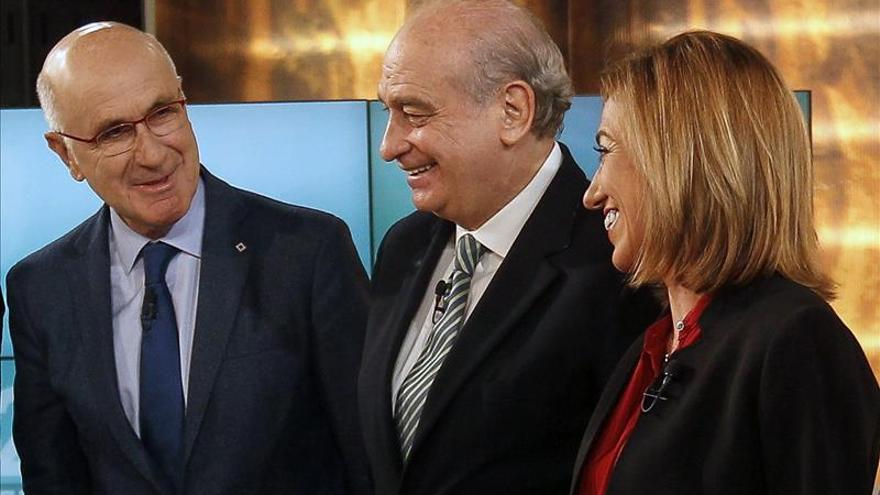 """F.Díaz cree CDC quiere un """"pueblo roto"""" y Homs ve Constitución como """"jaula"""""""