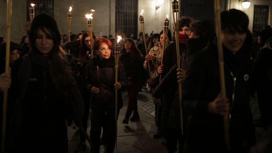 Las mujeres arrancan las movilizaciones del 8 de marzo de madrugada en Madrid.