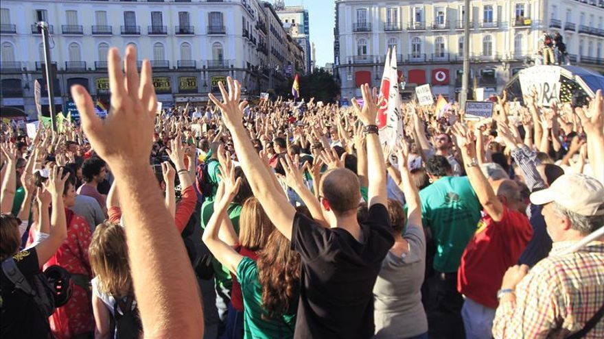 La Puerta del Sol enmudece de indignación