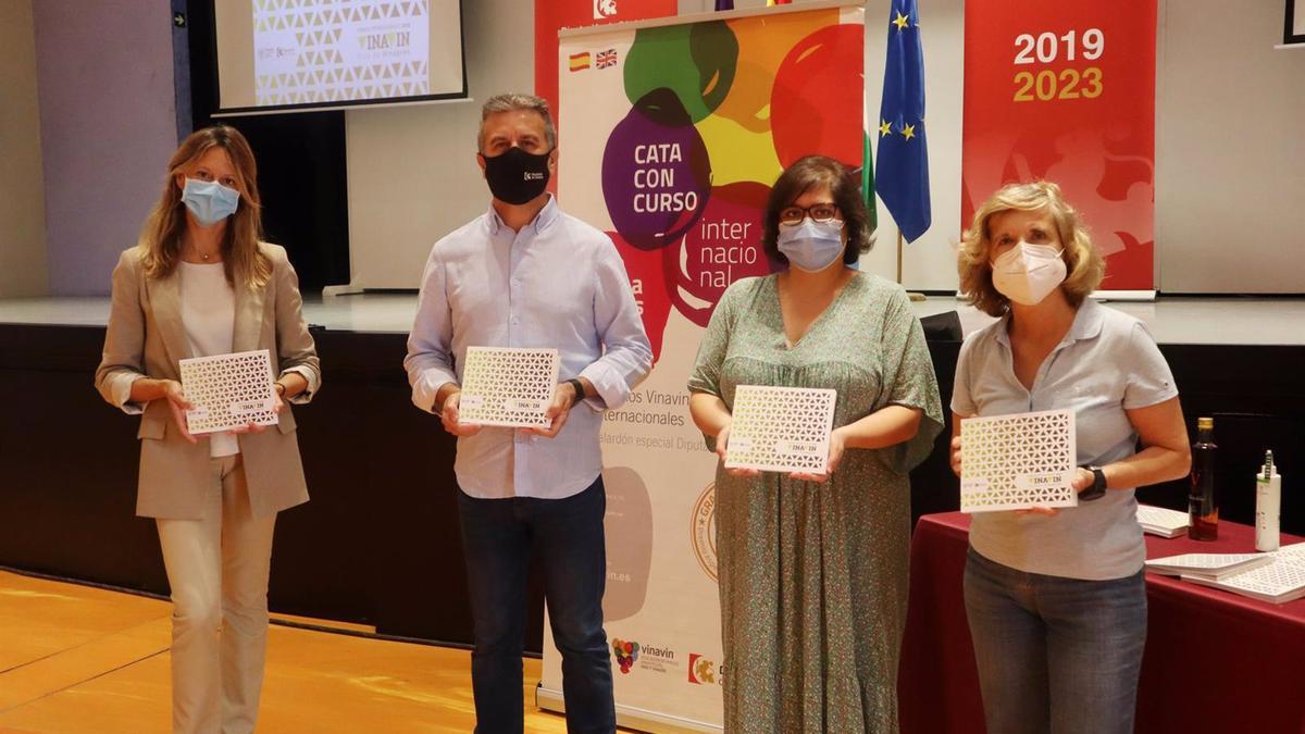 El delegado de Agricultura de la Diputación de Córdoba, Francisco Ángel Sánchez, en la presentación de la Guía de Vinagres Vinavin.
