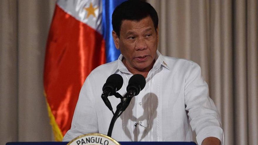 Duterte dispuesto a renunciar si hereda su cargo el hijo del dictador Marcos