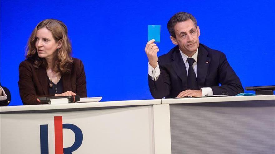 """Sarkozy oficializa la salida de su """"número dos"""", crítica con su estrategia"""