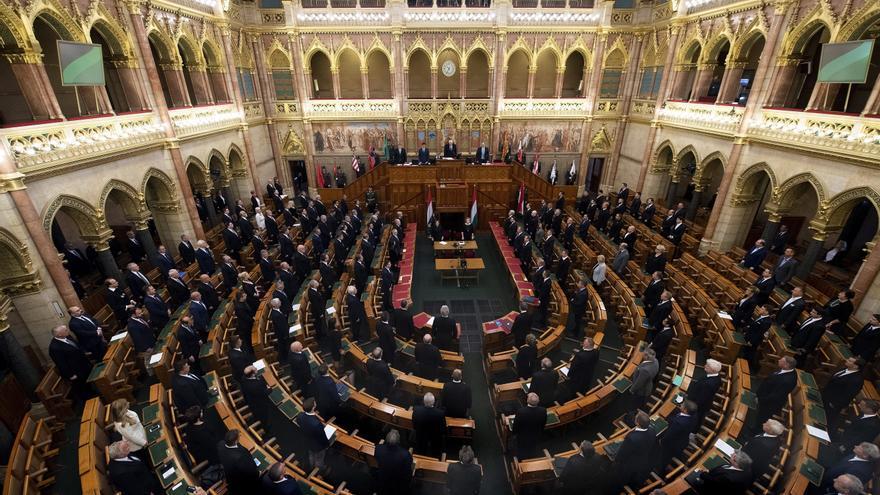 Hungría adopta la polémica ley que impide la adopción por parejas del mismo sexo
