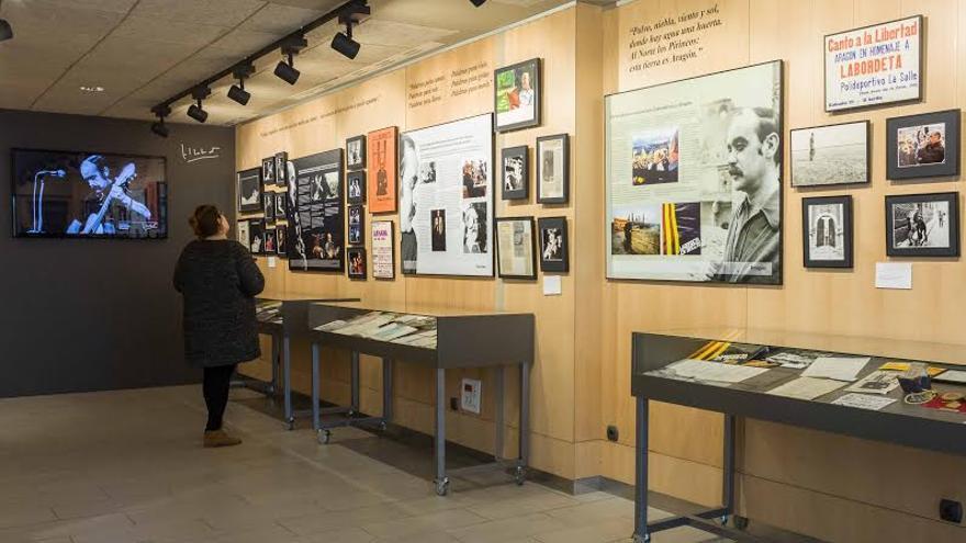 Una de las salas de la exposición en la Fundación Labordeta, donde se muestran las facetas creativas del político aragonés. Foto: Juan Manzanara