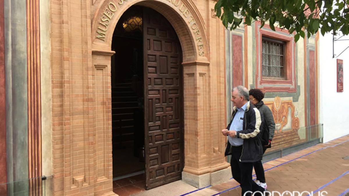 Turistas visitando el Museo Julio Romero de Torres.