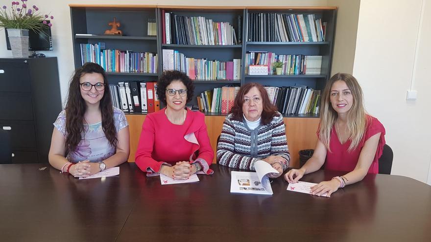 Jovita Monterrey con miembros de la Asociación Ámate.