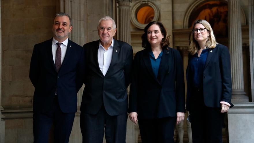 De izquierda a derecha: Jaume Collboni (PSC), Ernest Maragall (ERC), Ada Colau (BeC) y Elsa Artadi (JxCat) tras el acuerdo presupuestario.