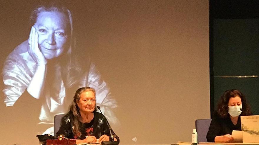 """Elsa López inaugura en Vitoria-Gasteiz 'Cita con la poesía', un ciclo para """"alimentar el espíritu"""""""