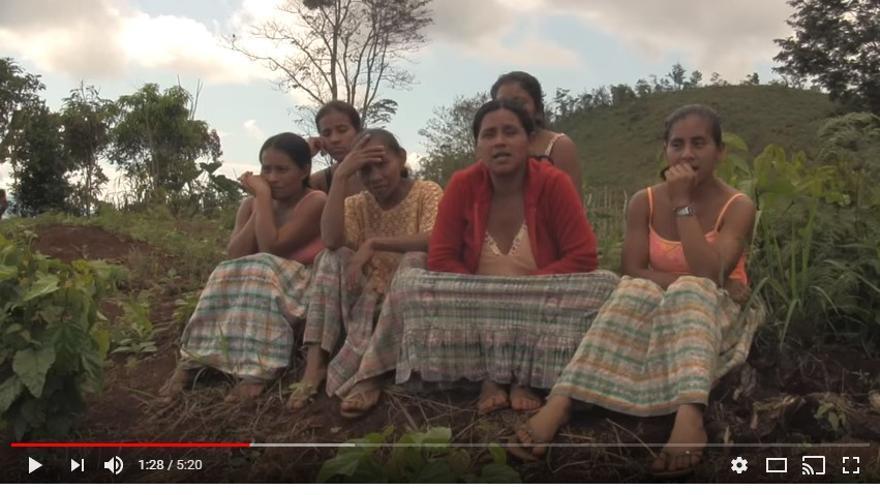 Mujeres de la etnia maya queqchi en la comunidad de Lote Ocho
