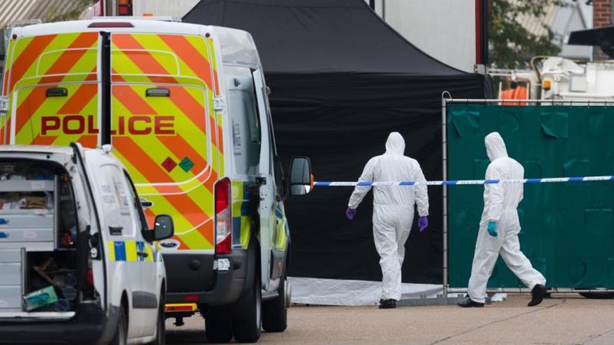 Hallan 39 cadáveres en el contenedor de un camión que llegó de Bulgaria, en Essex.