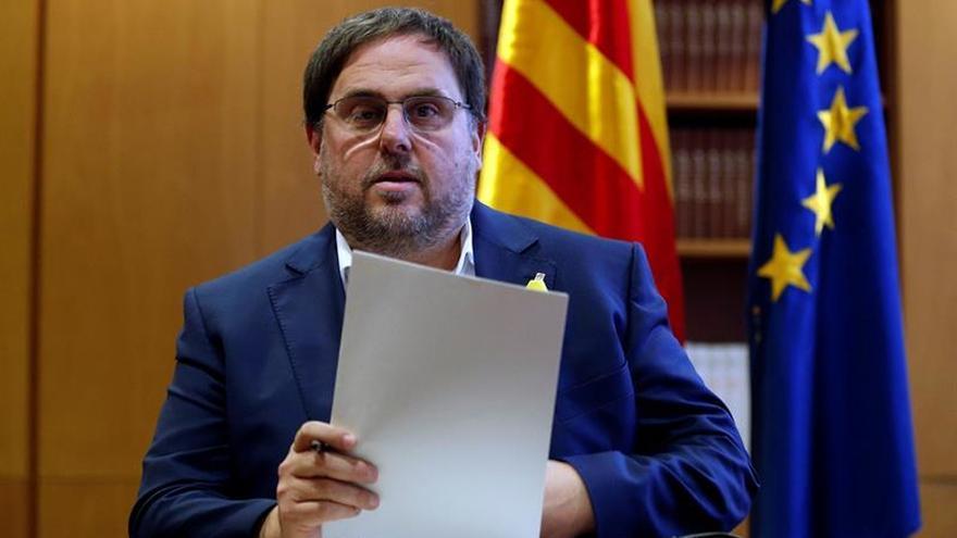 Los consellers cesados celebran una reunión en el Parlament presidida por Junqueras
