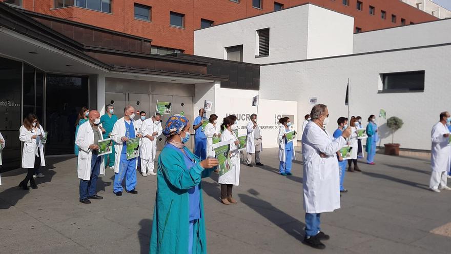 ¿Por qué los médicos de Castilla-La Mancha se han concentrado en hospitales y centros de salud?