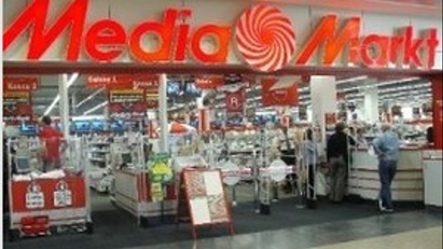 Un empleado de Media Markt decubrió las imágenes pornográficas con menores en un pendrive entregado por el cabecilla de la red.