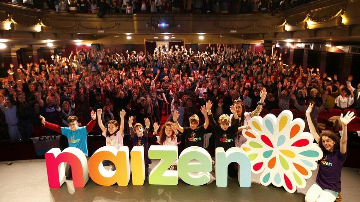 Miembros de familias de menores trans durante el lanzamiento de Naizen en 2019